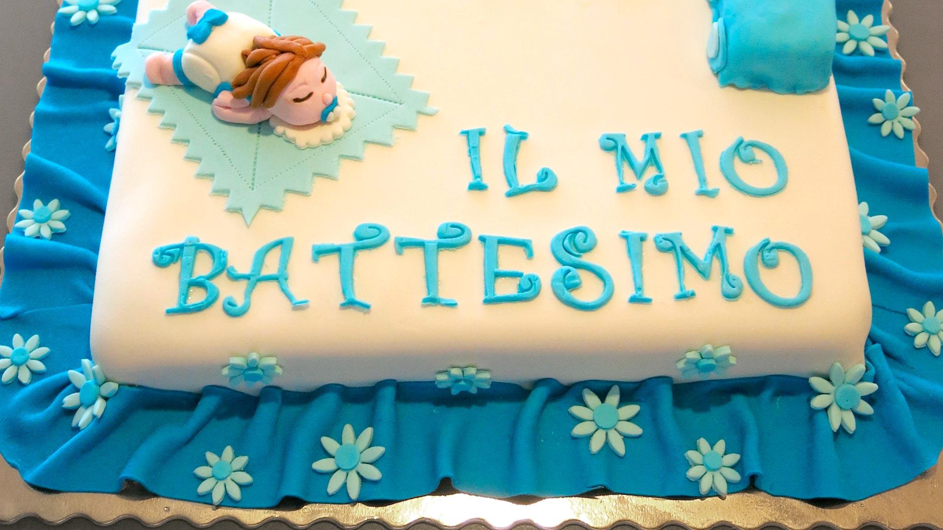 Conosciuto Torte per battesimo: idee con panna e pasta di zucchero (con foto) PU71