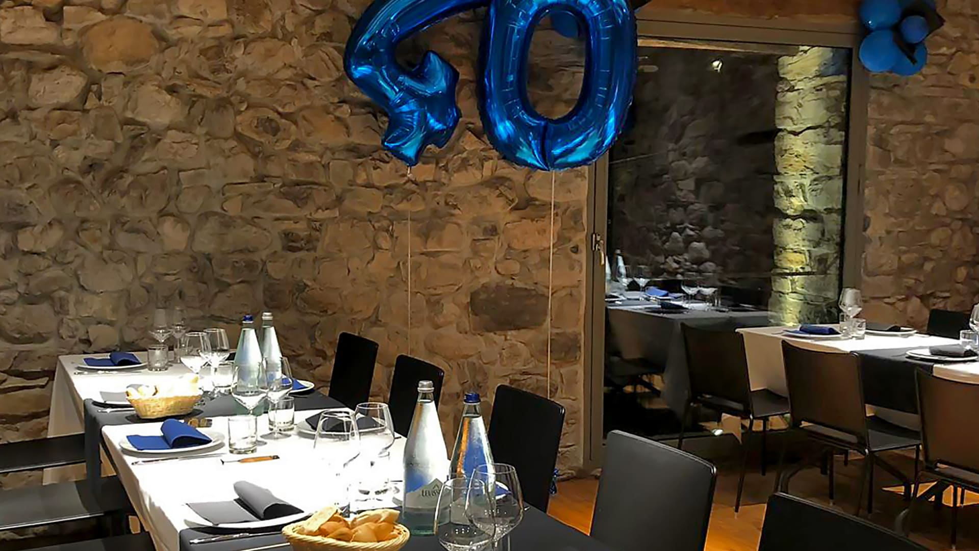 Catering di compleanno per adulti: idee di buffet e servizio al tavolo