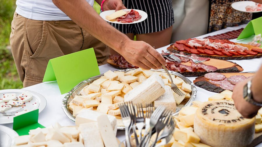 catering a buffet o servizio al tavolo