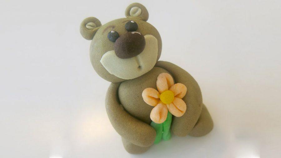 Torta di compleanno in pasta di zucchero - decorazioni orsetto